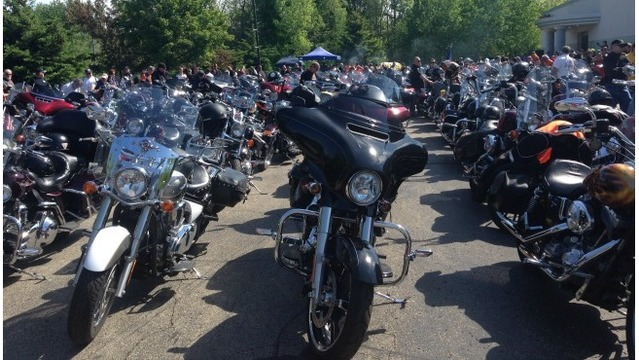 Hundreds ride to raise money for Kzoo shooting victims' families, survivors