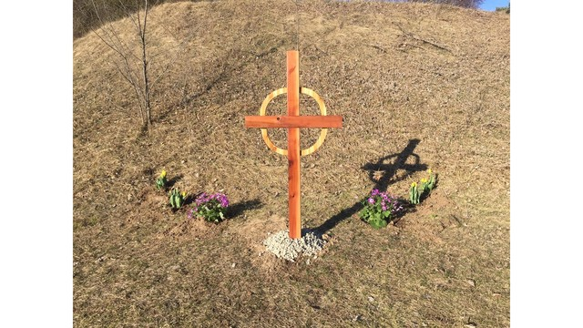 NOT SIZED Jared Pilczuk memorial cross 032117_309439