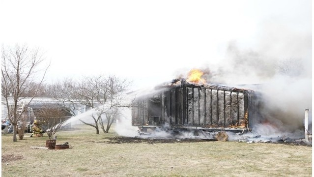 2 mobile homes damaged in suspicious fire