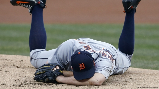 Tigers' Zimmerman hit on face by Kipnis' line drive
