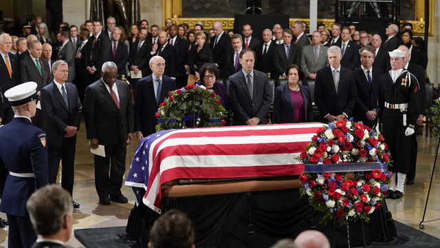 President George HW Bush lies in state 120318 Getty_1543892161314
