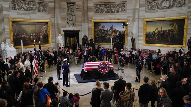 President George HW Bush lies in state 120318 Getty_1543892161516
