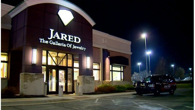 Police seek suspects in attempted jewelry store robbery