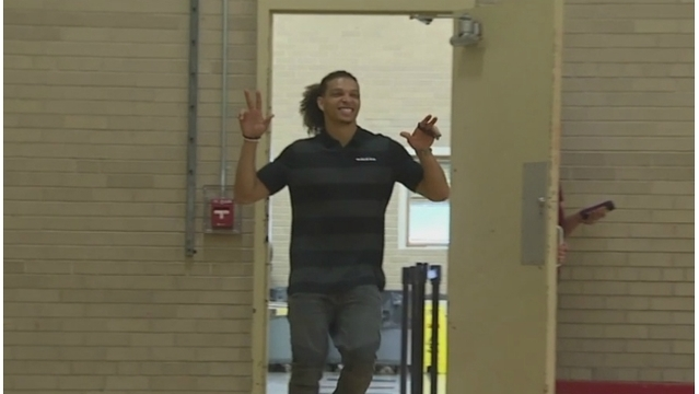Willie Snead visits Nelson Elementary in Muskegon